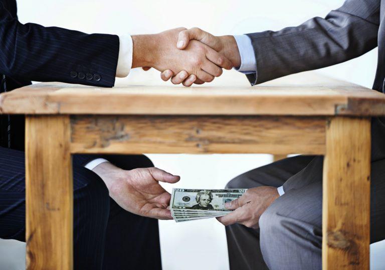 Entre la corrupción y descrédito de la clase política